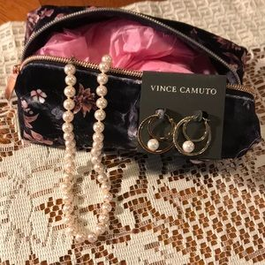 Pearls in a jewelry bag. Earrings and necklace.💞